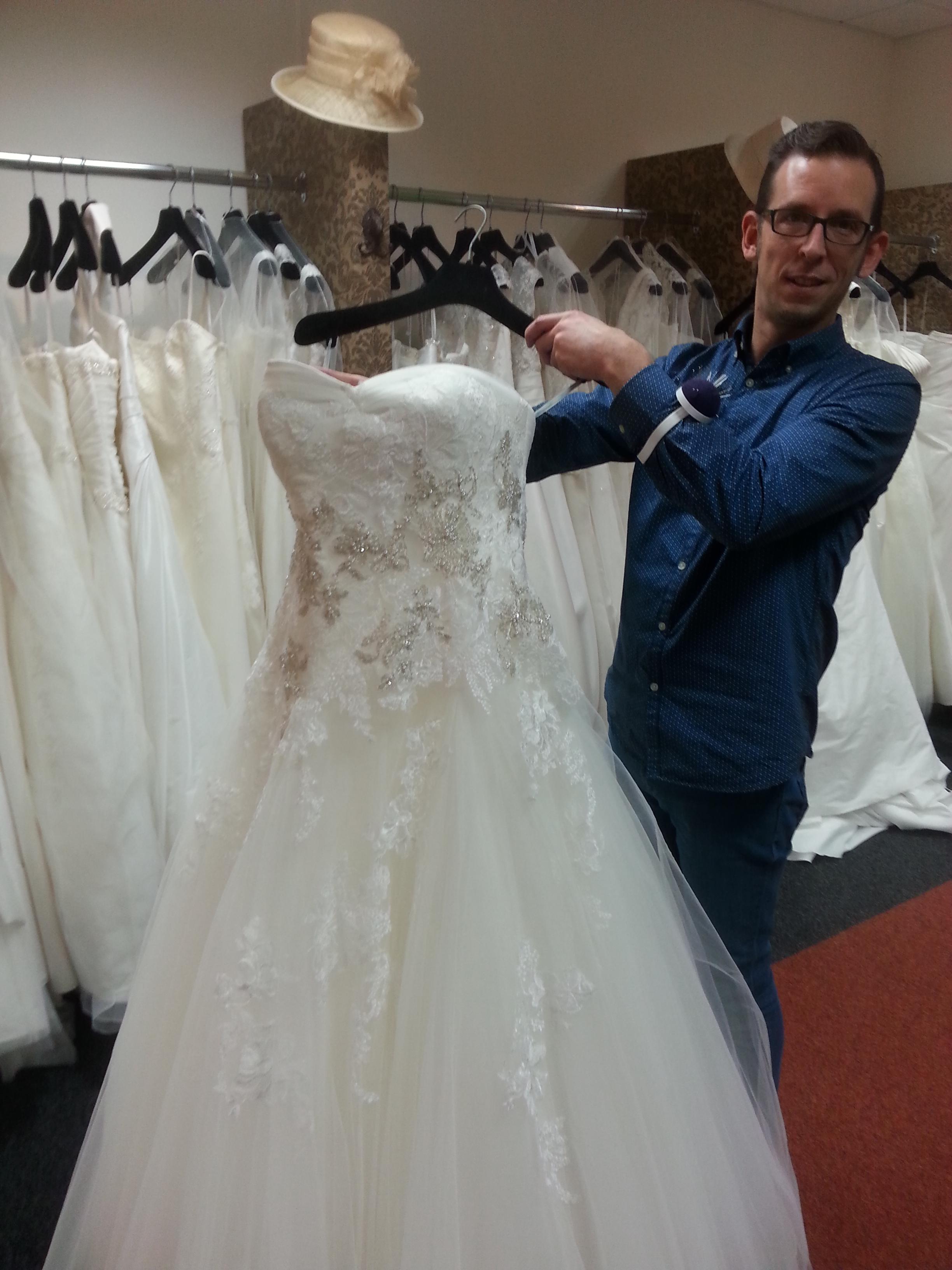 Schön Brautkleider Für Frauen über 50 Zeitgenössisch - Hochzeit ...